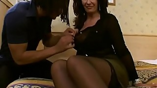 Super MILF Sarah Beatie takes on 3
