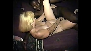 cuckold'_s wife likes it deep dark and naked