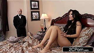 Sneaky Butler Makes His Master&#039_s Japanese Wife Asa Akira Squirt